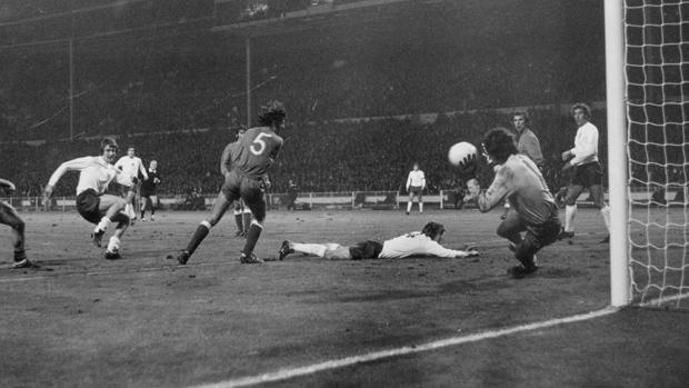 Ye Olde English Football
