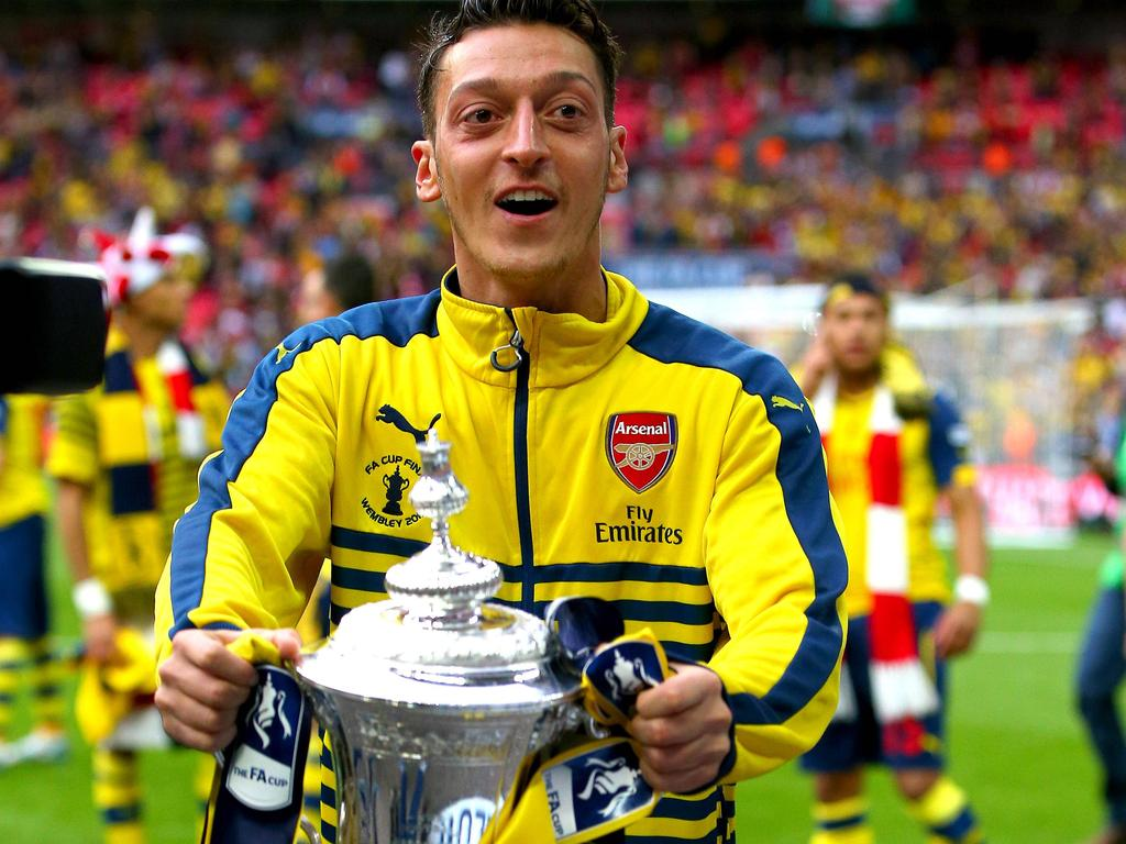 Özil with the 2015 FA Cup trophy